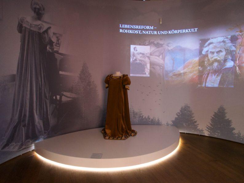 Neues Museum - Reformkleid von Maria van de Velde