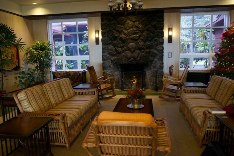 Big Island - Hawaii Volcanoes NP - Volcano House Lounge