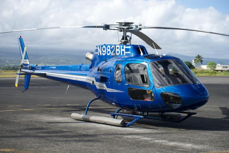 Big Island - Helikopter am Hilo Flughafen