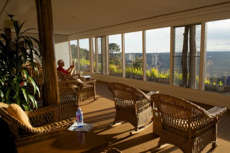 Big Island- Volcano House - Lounge am Spätnachmittag