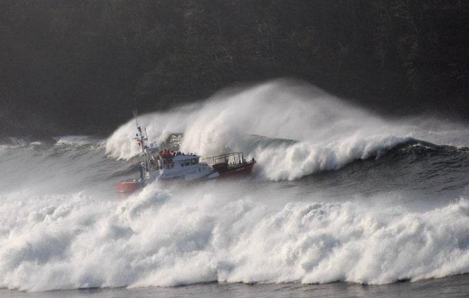 Seenotdampfer an Cox Bay