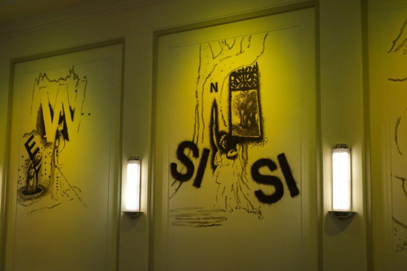 Weimar - Hotel Elephant - Saal mit Kerzenrußzeichnungen von Dokoupil