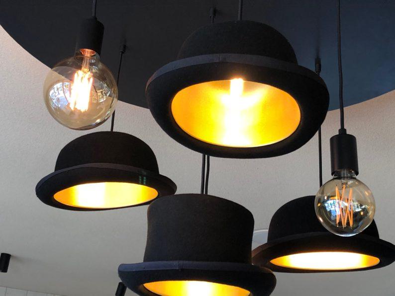 Guesthouse La Gloriette - Oberbozen - Hüte als Beleuchtung
