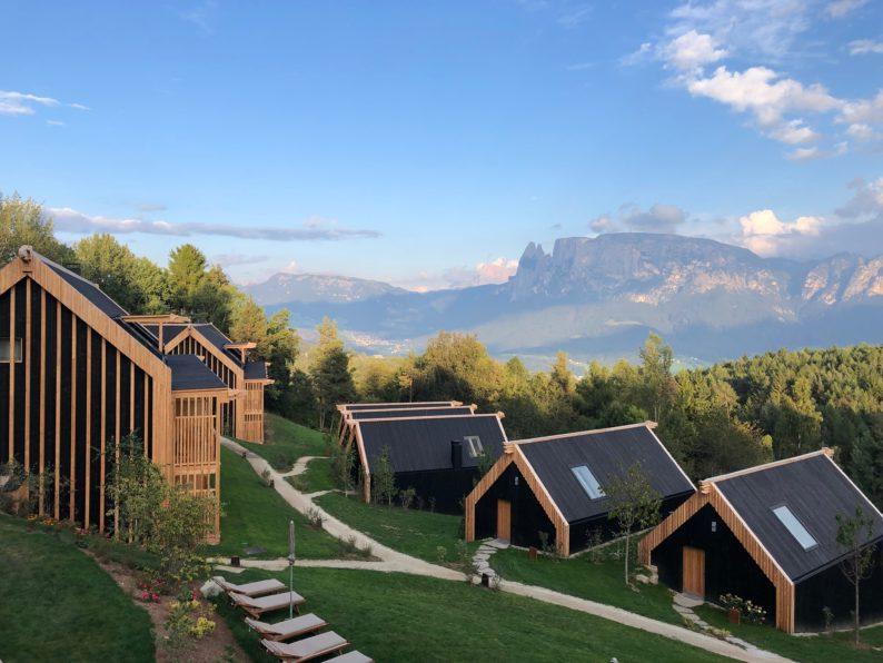 Adler Lodge Ritten -  im Hintergrund Schlern