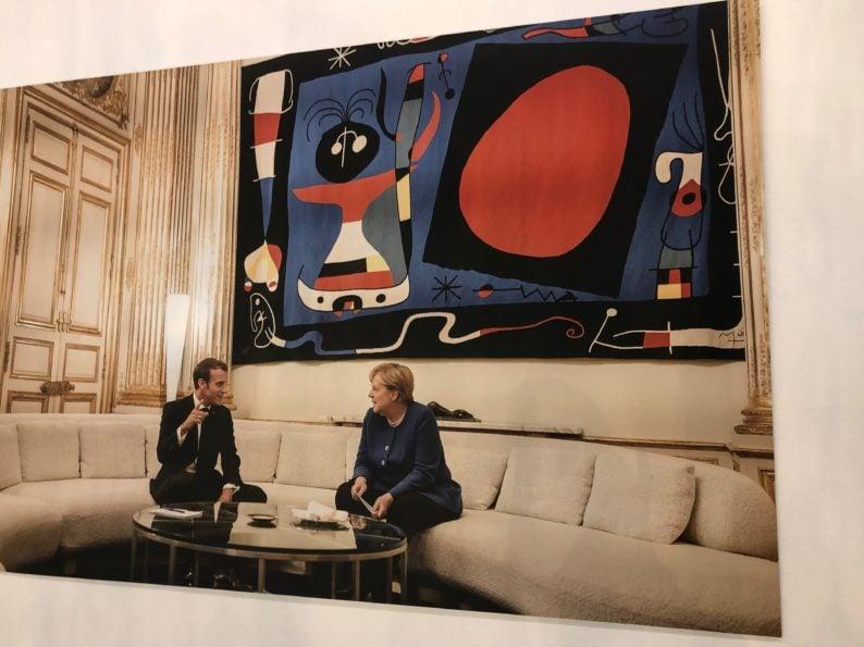 Merkel und Macron im Elysee-Palast Tapisserie von Miro