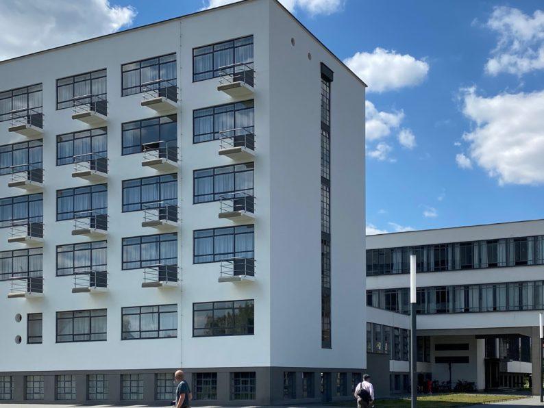 die berühmte Fassade des Bauhaus