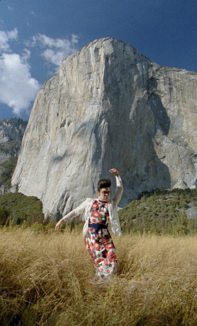Justin tanzt auf den Meadows unterhalb von El Capitan