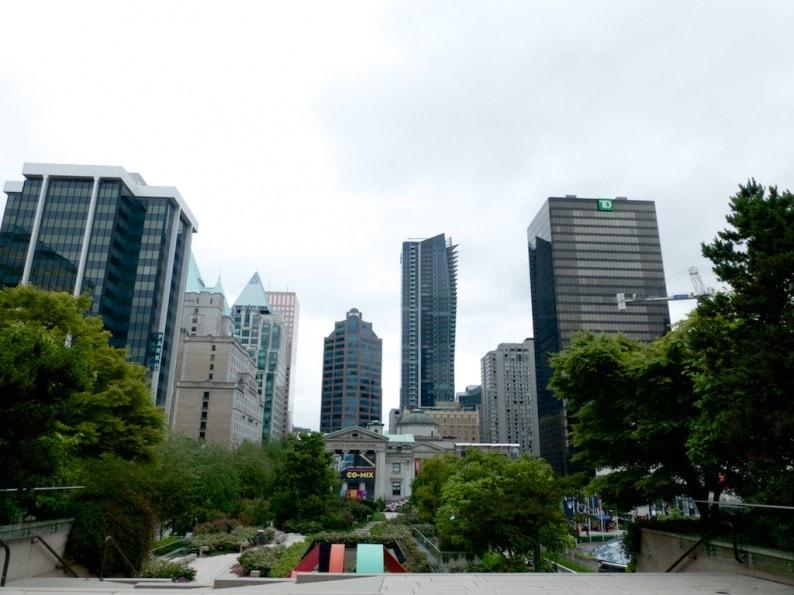 Vancouver  - Downtown im Hintergrund Art Gallery